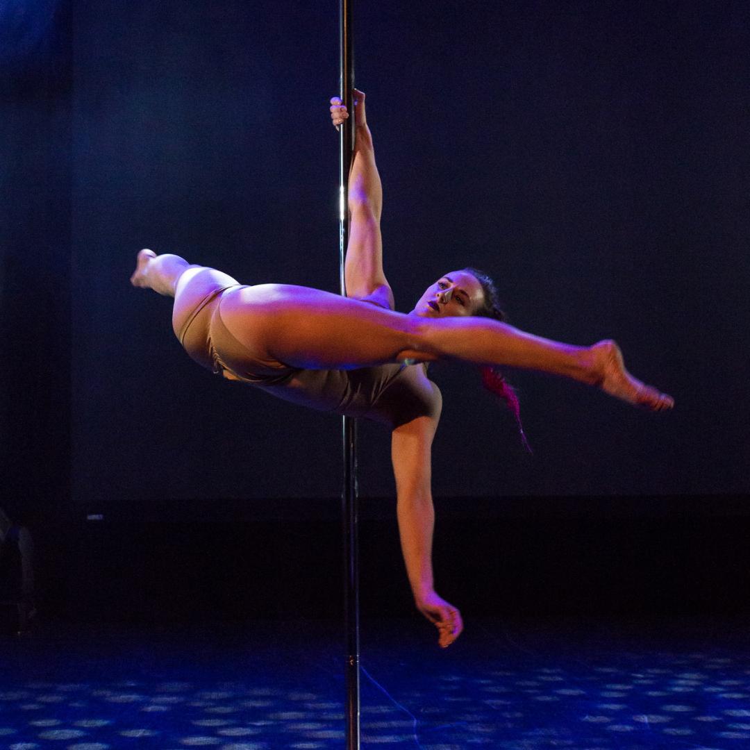 Camilla til Poledance Konkurrence